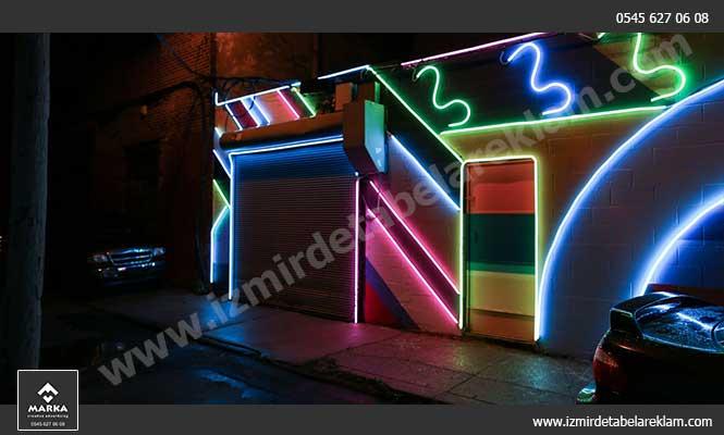 Neon Işıklı Cephe Kaplama