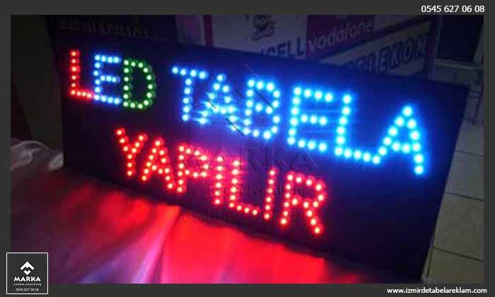 Kayan Yazı, İzmir Tabela